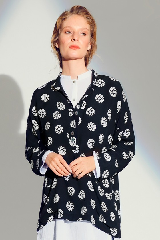 ROSETTE DOT BLOUSE WITH BUTTONS
